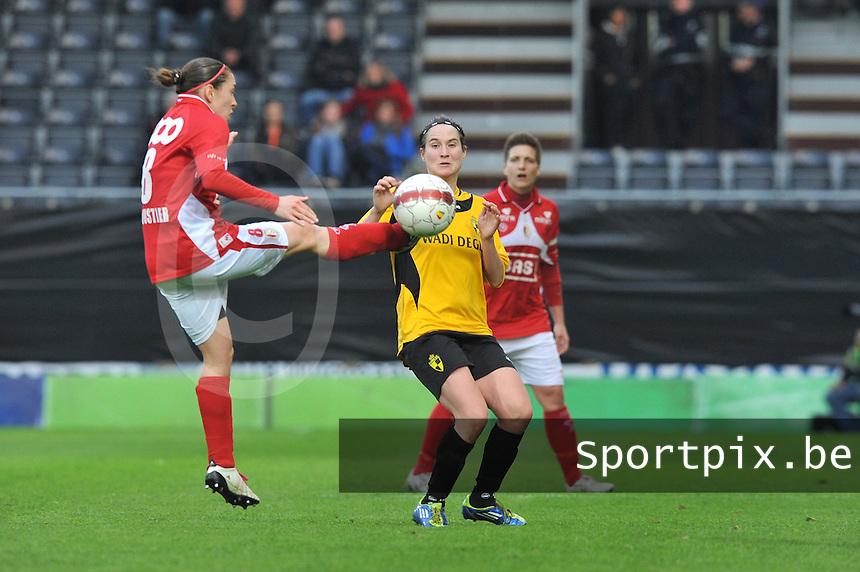 Bekerfinale 2012 : WD Lierse SK - Standard Femina :.Audrey Demoustier haalt de bal uit de lucht voor Kristien Elsen.foto David Catry / Joke Vuylsteke / Vrouwenteam.be