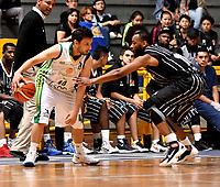 BOGOTA – COLOMBIA - 21 – 05 - 2017: Isaia Thomas (Der.) jugador de Piratas de Bogota, disputa el balón con Jhon Hernandez (Izq.) jugador de Cimarrones de Choco, durante partido entre Piratas de Bogota y Cimarrones de Choco por la fecha 2 de Liga  Profesional de Baloncesto Colombiano 2017 en partido jugado en el Coliseo El Salitre de la ciudad de Bogota. / Isaia Thomas (R) player of Piratas of Bogota, fights for the ball with Jhon Hernandez (L) player of Cimarrones of Choco, during a match between Piratas of Bogota and Cimarrones of Choco, of the  date 2 for La Liga  Profesional de Baloncesto Colombiano 2017, game at the El Salitre Coliseum in Bogota City. Photo: VizzorImage / Luis Ramirez / Staff.
