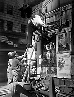 Second Liberty Loan, Oct. 1917.  Fattie Arbuckle, the movie star, putting up a Liberty Loan poster at Times Square, New York.  Paul Thompson. (War Dept.)<br />