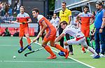 Den Bosch  -  Jonas de Geus (Ned) met Maxime Plennevaux (Belgie)  tijdens   de Pro League hockeywedstrijd heren, Nederland-Belgie (4-3).     COPYRIGHT KOEN SUYK
