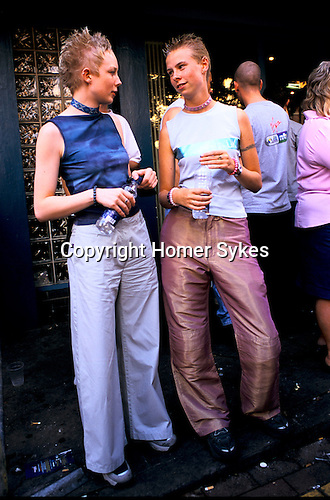 'GAYFEST MANCHESTER, UK', TWO YOUNG FEMALE REVELLERS OUTSIDE ONE OF THE MANY PUBS OPEN AT THE GAY PARADE IN MANCHESTER, 1999