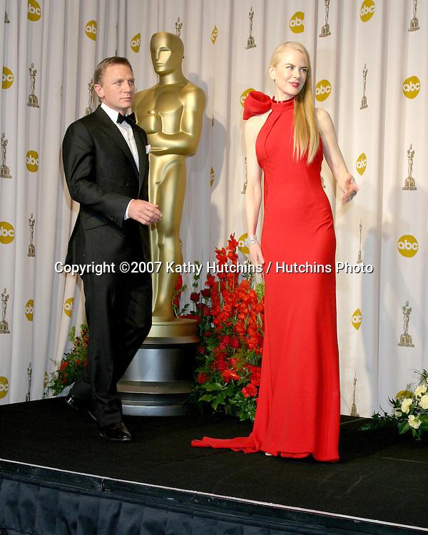 Daniel Craig & Nicole Kidman.79th Annual Academy Awards.Kodak Theater .Hollywood & Highland.Hollywood, CA.February 25, 2007.©2007 Kathy Hutchins / Hutchins Photo....