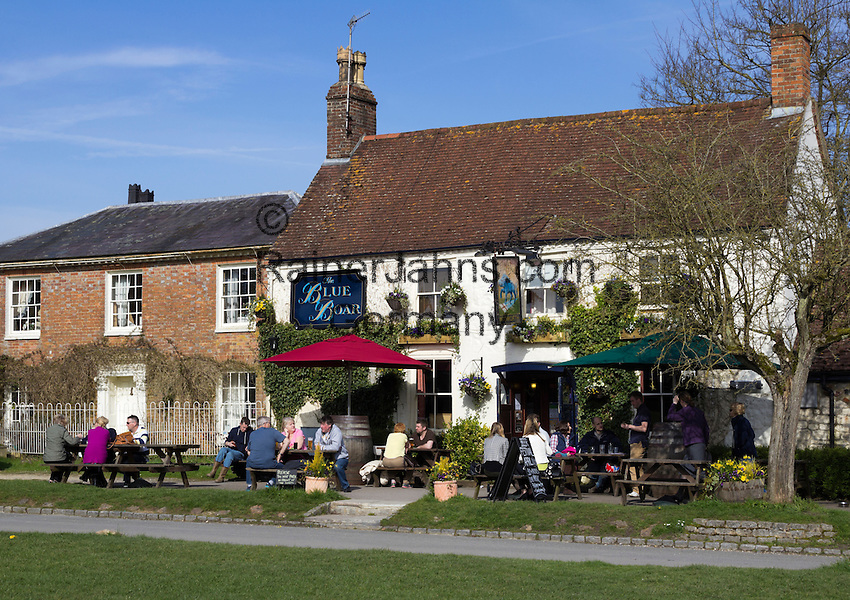 United Kingdom, England, Wiltshire, Aldbourne: The Blue Boar pub | Grossbritannien, England, Wiltshire, Aldbourne: The Blue Boar pub