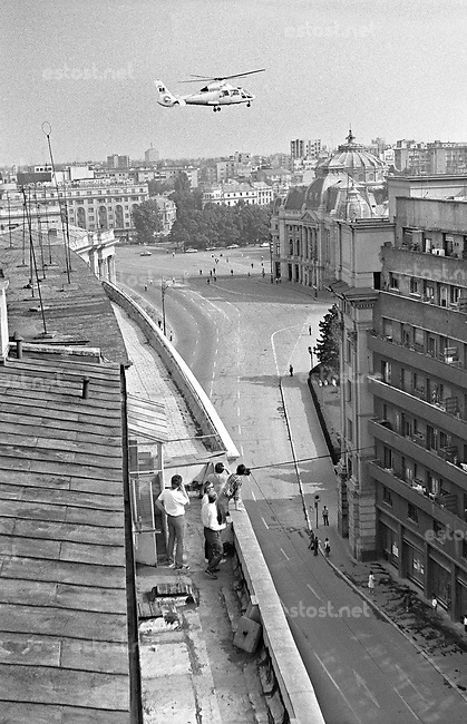 RUMAENIEN, 06.87.Bukarest.Victory Avenue: Ceausescu's helicopter was coming and traffic was forbidden..© Andrei Pandele/EST&OST