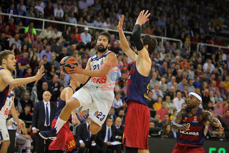 Turkish Airlines Euroleague 2016/2017.<br /> Regular Season - Round 8.<br /> FC Barcelona Lassa vs R. Madrid: 63-102.<br /> Sergio Llull vs Ante Tomic.