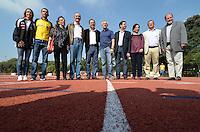 SAO PAULO, SP, 08 DE JUNHO DE 2013 - ENTREGA NOVA PISTA DE ATLETISMO USP: O ministro do Esporte, Aldo Rebelo, Ee o atleta olímpico Marílson Gomes dos Santos (amarelo) participaram na manhã deste sábado (08), na Cidade Universitária de São Paulo, da entrega da nova pista de atletismo do Centro de Práticas Esportivas da Universidade de São Paulo (Cepeusp). O equipamento foi totalmente reconstruído com recursos da Lei de Incentivo ao Esporte, que autorizou a captação de R$ 1,6 milhão. As obras da reforma duraram cerca de dez meses e fazem parte de um Complexo Poliesportivo que tem como objetivo planejar, coordenar e implementar as ações necessárias à prática de atividades físicas, esportivas e recreativas no âmbito da universidade, estendendo sempre esses benefícios à comunidade externa. FOTO: LEVI BIANCO - BRAZIL PHOTO PRESS.