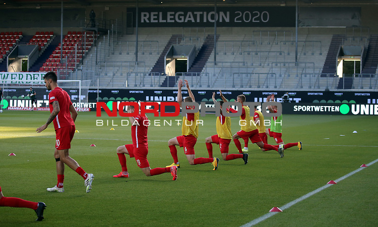 1. FC Heidenheim Spieler beim Aufwärmen<br /> <br /> Deutschland, Heidenheim, 06.07.2020, Fussball, Bundesliga, Saison 2019/2020, Relegation, 1. FC Heidenheim - SV Werder Bremen :nphgm001: 06.07.2020<br /> <br /> DFL/DFB REGULATIONS PROHIBIT ANY USE OF PHOTOGRAPHS AS IMAGE AND/OR QUASI-VIDEO<br /> <br /> Foto: Pressefoto Rudel/Robin Rudel/Pool/gumzmedia/nordphoto