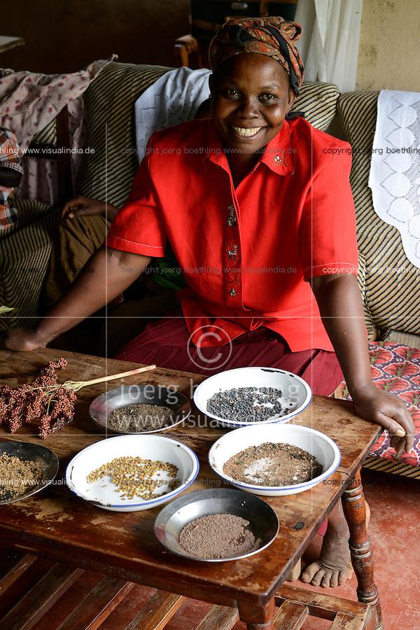 KENYA, Kaimosi, NGO RSP Rural Service Programme promote farming of traditional crops and crop diversity for healthy nutrition amongst small scale farmers, seed varieties / KENIA, Kisumu County, Kaimosi, NGO RSP Rural Service Programme, Unterstuetzung von Kleinbauern beim biologischen Anbau von traditionellen Sorten, Sortenvielfalt und Verbesserung einer gesunden Ernaehrung, Frau Rose Siriveyi, 47 Jahre, Dorf Saride, Samen von verschiedenen Kulturen: Amaranth, Mungbohnen, Hirse, Sorghum