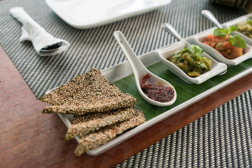 May 07, 2017 - Luang Prabang (Laos). Dipping Sampler at Tamarind Restaurant. Sticky rice with Luang Prabang spicy sweet chilly paste, mild tomato salsa, smoky egglplant dip and dried river vegetable sheets with tomato, garlic and sesame seeds.. © Thomas Cristofoletti / Ruom