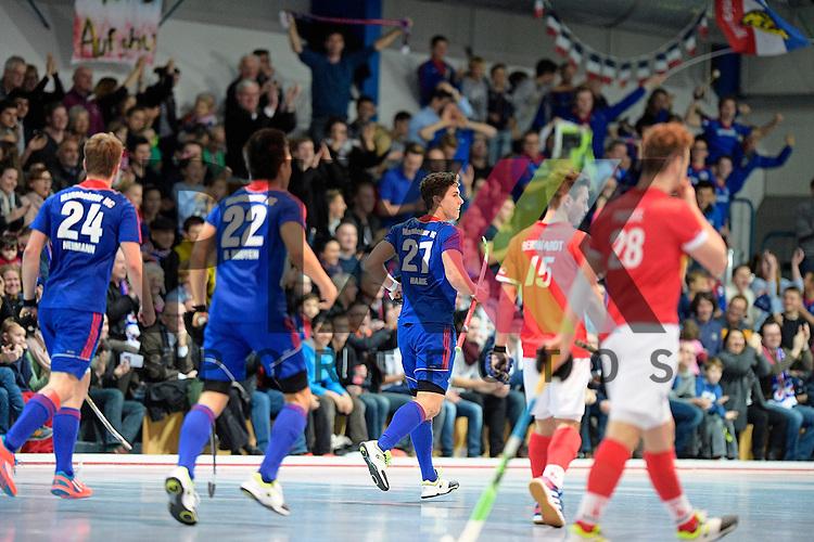 GER - Mannheim, Germany, December 12: During the 1. Bundesliga Sued Herren indoor hockey match between Mannheimer HC (blue) and TSV Mannheim (red) on December 12, 2015 at Irma-Roechling-Halle in Mannheim, Germany. Final score 5-0 (HT 1-0). (L-R) Maximilian Neumann #24 of Mannheimer HC, Danny Nguyen Luong #22 of Mannheimer HC, Timm Haase #27 of Mannheimer HC<br /> <br /> Foto &copy; PIX-Sportfotos *** Foto ist honorarpflichtig! *** Auf Anfrage in hoeherer Qualitaet/Aufloesung. Belegexemplar erbeten. Veroeffentlichung ausschliesslich fuer journalistisch-publizistische Zwecke. For editorial use only.