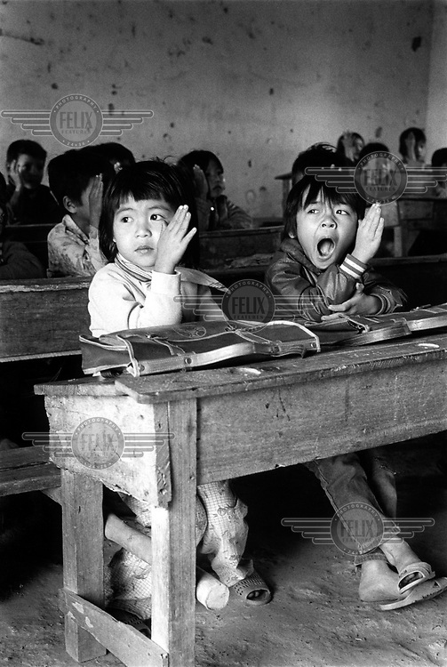 Foto Jan Banning / Panos Pictures, 1992..Vietnam. Village school between Hanoi and Haiphong.
