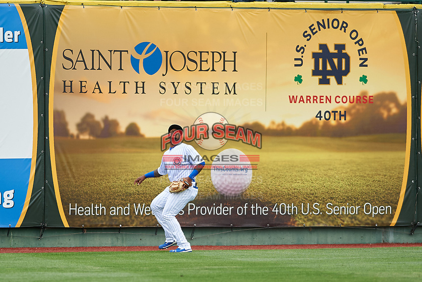 South Bend Cubs left fielder Nelson Velazquez (13) prepares to catch a fly ball during a Midwest League game against the Cedar Rapids Kernels at Four Winds Field on May 8, 2019 in South Bend, Indiana. South Bend defeated Cedar Rapids 2-1. (Zachary Lucy/Four Seam Images)
