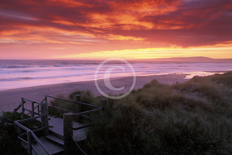 California, Santa Cruz County, Pajaro Dunes, Sunset on beach