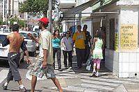 SAO PAULO, SP, 13 DE JANEIRO DE 2012 - CRACOLANDIA -  Policia Militar, aborda grupos de usuarios de crack na que voltaram a ocupar a região conhecida como Cracolandia, centro da cidade, nesta manha de sexta-feira (12).FOTO RICARDO LOU - NEWS FREE