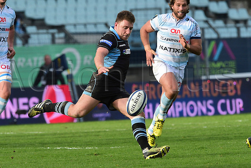 09.01.2016. Paris, France. European Champions Cup Rugby Union. Racing Metro versus Glasgow Warriors.  Duncan Weir (Glasgow) kicks forward for position