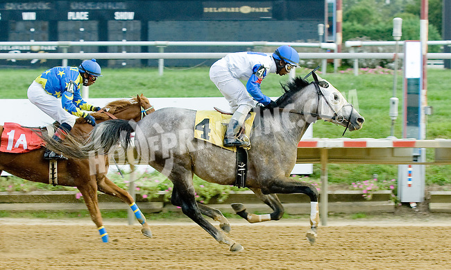 RB Brilliant winning at Delaware Park on 9/10/12