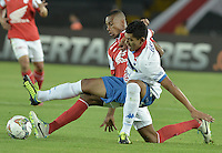 BOGOTÁ-COLOMBIA-11-02-2014. Jonathan Copete (Izq.) jugador del Independiente Santa Fe de Colombia, disputa el balón con Ramon Coronel (Der.) jugador del Nacional de Paraguay, durante partido entre Independiente Santa Fe y Nacional de la segunda fase, grupo 4, de la Copa Bridgestone Libertadores en el estadio Nemesio Camacho El Campin, de la ciudad de Bogota./ Jonathan Copete (L) player of Independiente Santa Fe of Colombia, vies for the ball with Ramon Coronel (R) player of Nacional of Paraguay, during a match between Independiente Santa Fe and Nacional for the second phase, group 4, of the Copa Bridgestone Libertadores in the Nemesio Camacho El Campin in Bogota city.  Photo: VizzorImage/ Gabriel Aponte /Staff
