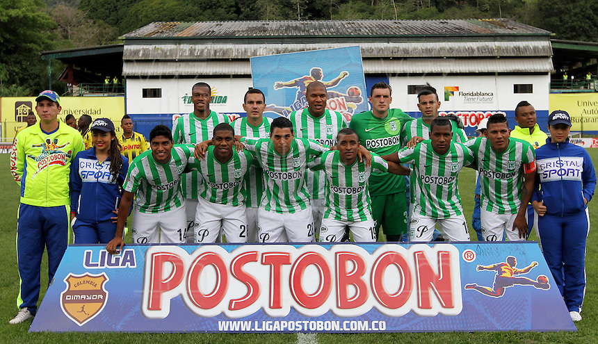 FLORIDABLANCA -COLOMBIA, 03-08-2014.  Jugadores de Atlético Nacional posan para una foto de grupo previo al encuentro con Alianza Petrolera por la fecha 3 de la Liga Postobon II 2014 disputado en el estadio Alvaro Gómez Hurtado de la ciudad de Floridablanca./ Players of Atletico Nacional pose to a photo group prior of the match against Alianza Petrolera for the 3th date of the Postobon League II 2014 played at Alvaro Gomez Hurtado stadium in Floridablanca city Photo:VizzorImage / Duncan Bustamante / STR
