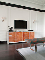 Ivory walls accented with crisp black moulding are a feature of the suite living room