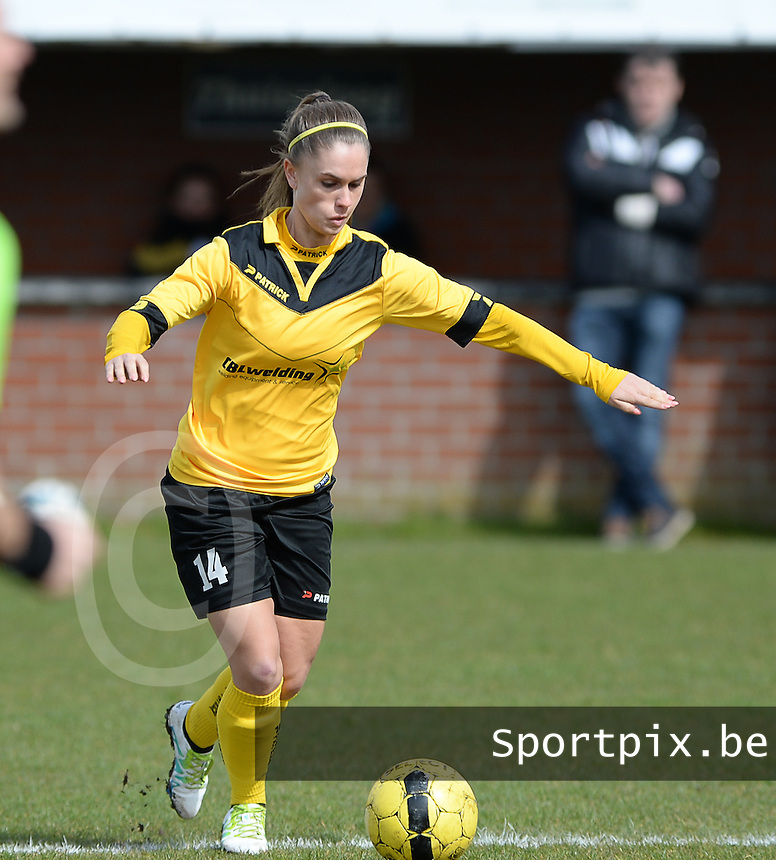 20160328 - Zwevezele , BELGIUM : Zwevezele's Manon De Bart pictured during the soccer match between the women teams of Voorwaarts Zwevezele and FC Turnhout  , on the 20th matchday of the Belgian Third division for Women on Saturday 28 th March 2016 in Zwevezele .  PHOTO SPORTPIX.BE DAVID CATRY