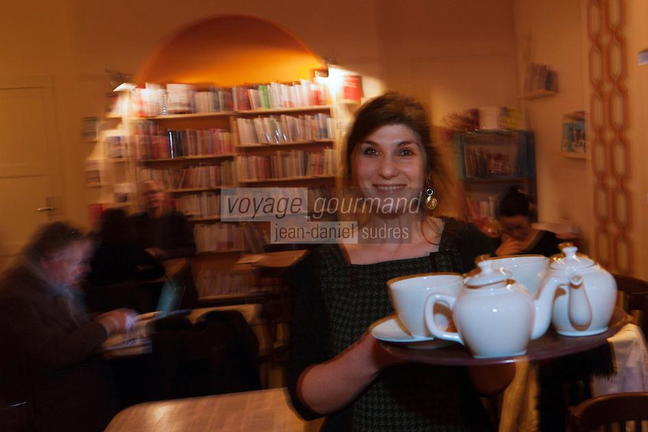 Europe/France/Poitou-Charentes/86/Vienne/Poitiers:Marjolaine Blit  dans son café, salon de thé: Le Biblio Café,  [Non destiné à un usage publicitaire - Not intended for an advertising use]