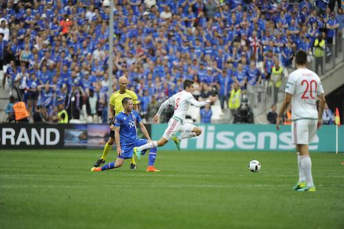 18.06.2016, Stade Velodrome, Marseille, FRA, UEFA European football Championships Group F. Iceland versus Hungary.  Sigurdsson (ice) takes down Nagy (hun)