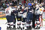 Schl&auml;gerei Mannheim gegen M&uuml;nchen 05.10.2018, Ausl&ouml;ser Zweikampf Mannheims Phil Hungerecker (Nr.94) beim Spiel in der DEL, Adler Mannheim (blau) - EHC Red Bull Muenchen (weiss).<br /> <br /> Foto &copy; PIX-Sportfotos *** Foto ist honorarpflichtig! *** Auf Anfrage in hoeherer Qualitaet/Aufloesung. Belegexemplar erbeten. Veroeffentlichung ausschliesslich fuer journalistisch-publizistische Zwecke. For editorial use only.
