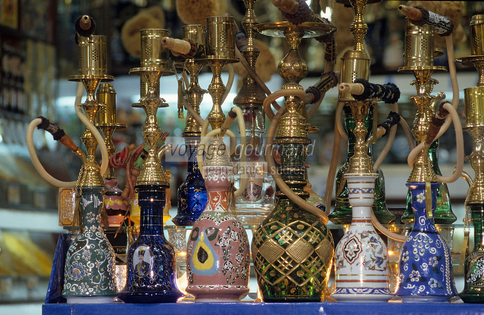 """Europe/Turquie/Istanbul : Bazar aux épices """"Misir Carsisi"""", détail narguilés"""