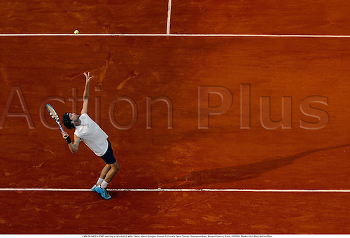 CARLOS MOYA (ESP) serving in his match with Chela, Men's Singles, Round 3, French Open Tennis Championships, Roland Garros, Paris, 030530. Photo: Glyn Kirk/Action Plus...2003 .Man.player players.serve serves service......................