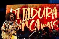 SÃO PAULO, SP 02.06.2019: FESTIVAL LULA LIVRE-SP - No palco Chico Cesar. Artistas e militantes se uniram no Festival Lula Livre, que aconteceu na tarde deste domingo (02) na Praça da República, zona central da capital paulista, em protesto contra a prisão do ex-presidente Lula. (Foto: Ale Frata/Codigo19)