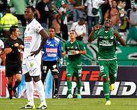 MANIZALES-COLOMBIA-28 -07-2013. Miguel Murillo   jugador del Deportivo Cali celebra su gol contra  Once Caldas ,  partido correspondiente a la Liga Postobon segundo semestre disputado en eL estadio Palogrande / Miguel Murillo  player Deportivo Cali celebrates his goal against Once Caldas, game in the second half Postob—n League match at stadium eL Palogrande <br />