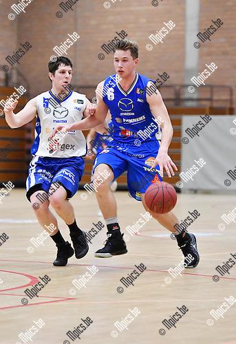 2017-02-12 / Basketbal / Seizoen 2016-2017 / Kangoeroes - Zottegem / Bogaerts (r. Kangoeroes) met Eeckhout<br /> <br /> ,Foto: Mpics.be