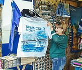 Kertsch, Krim, Br&uuml;cken-Souvenirs<br /><br />Im Mai 2018 - vier Jahre nach der Annexion der Krim - wurde die Br&uuml;cke, die das russische Festland mit der ukrainischen Halbmeerinsel verbindet, er&ouml;ffnet. / In May 2018 - four years after the annexation of the Crimea - the bridge connecting the Russian mainland with the Ukrainian peninsula was opened.
