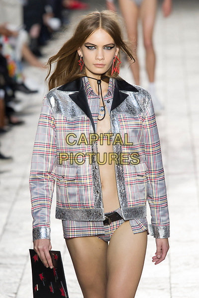 Versus Versace<br /> fashion show at London Fashion Week<br /> Spring Summer 2018<br /> in London, England in September 2017.<br /> CAP/GOL<br /> &copy;GOL/Capital Pictures