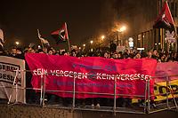 """Proteste gegen einen Aufmarsch der Neonaziorganisation """"Wir fuer Deutschland"""" am Abend des 9. November 2018, dem 80. Jahrestag der Reichspogromnacht gegen die juedische Bevoelkerung in Nazideutschland 1938.<br /> Mehrer tausend Menschen protestierten gegen den Aufmarsch von 70-80 Rechtsradikalen und Hooligans die einem Aufruf der Neonaziorganisation unter dem Motto """"Trauermarsch fuer die Opfer von Politik"""" gefolgt sind.<br /> 9.11.2018, Berlin<br /> Copyright: Christian-Ditsch.de<br /> [Inhaltsveraendernde Manipulation des Fotos nur nach ausdruecklicher Genehmigung des Fotografen. Vereinbarungen ueber Abtretung von Persoenlichkeitsrechten/Model Release der abgebildeten Person/Personen liegen nicht vor. NO MODEL RELEASE! Nur fuer Redaktionelle Zwecke. Don't publish without copyright Christian-Ditsch.de, Veroeffentlichung nur mit Fotografennennung, sowie gegen Honorar, MwSt. und Beleg. Konto: I N G - D i B a, IBAN DE58500105175400192269, BIC INGDDEFFXXX, Kontakt: post@christian-ditsch.de<br /> Bei der Bearbeitung der Dateiinformationen darf die Urheberkennzeichnung in den EXIF- und  IPTC-Daten nicht entfernt werden, diese sind in digitalen Medien nach §95c UrhG rechtlich geschuetzt. Der Urhebervermerk wird gemaess §13 UrhG verlangt.]"""