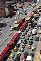 BOGOTÁ - COLOMBIA, 25-11-2018:Imágenes de la ciudad ,edificios, transporte ,transmilenio, cerros orientales./Images of the city, buildings, transport, Transmilenio, eastern hills. Photo: VizzorImage / Felipe Caicedo / Satff