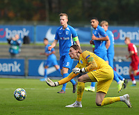 20191023 - Genk: Genk's goal keeper Marten VAndevoordt is pictured rolling the ball during the UEFA Youth League group stages match between KRC Genk Youth and Liverpool FC on October 23, 2019 at KRC Genk Stadium Arena B, Genk, Belgium. PHOTO:  SPORTPIX.BE   SEVIL OKTEM