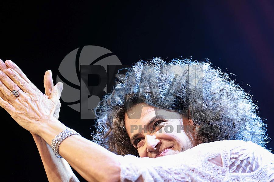 SÃO PAULO,SP, 17.10.2015 - SHOW-SP - A cantora Simone durante apresentação no Tom Brasil na região sul de São Paulo na noite de ontem, 16. (Foto: William Volcov/Brazil Photo Press)