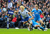 Richie Gray of Scotland keeps the ball alive despite the tackle from Alessandro Zanni of Italy - RBS 6 Nations - Scotland vs Italy -  Murrayfield Stadium - Edinburgh - 09/02/13 - Picture Simon Bellis/Sportimage .Edinburgo 9/2/2013 .Rugby 6Trofeo 6 Nazioni.Scozia Italia.Foto Insidefoto ITALY ONLY