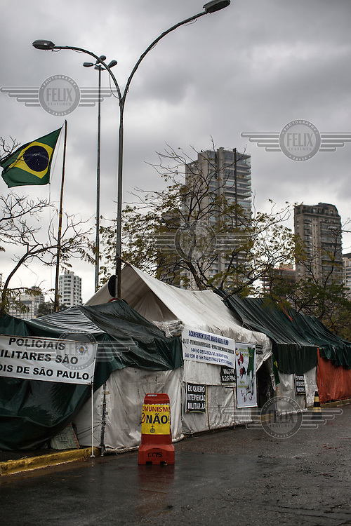 The headquarters of the Brazilian Interventionist Resistence Movement (MBRI), exits their camp headquarters, called PR 1 - Sargeant Mario Kozel Filho Military Interventionist Camp, a radical group that wants military intervention of the government.<br /> <br /> Their headquarters is a makeshift tarpaulin camp situated on an island in the middle of Sergeant Mario Kozel Filho Avenue, between the State Legislative Assembly and the Ministry of the Military.