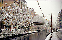 Gennaio 2009, nevicata su Milano. Il Naviglio Pavese --- January 2009, snowfall in Milan. The Naviglio Pavese channel