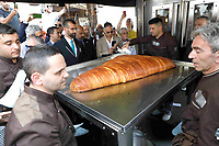 Sweet Sfogliatella in the Guinness Book of World Records<br /> Twenty kilos of semolina, thirty kilos of ricotta, twenty sugar, six of candied oranges to make one of the typical Neapolitan cakes, for a total of 75 kilos Sfogliatella record  oltre 95 kili ed 1,5 metri per la sfogliatella piu grande del mondo, Il  dolce tipicamente napoletano entra di diritto nel guinness  dei primati