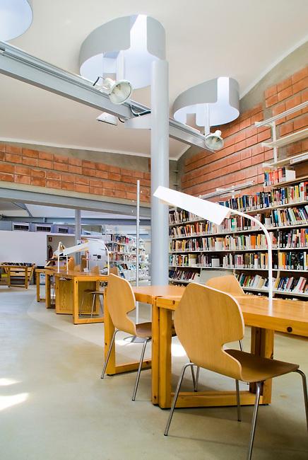 "Biblioteca ""Enric Miralles"". Palafolls. Barcelona. EMBT Miralles Tagliabue Architects"