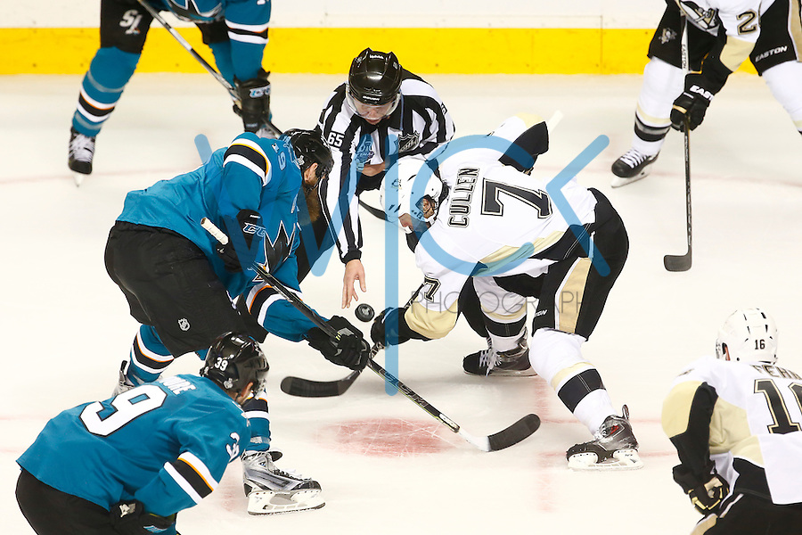 Matt Cullen #7 of the Pittsburgh Penguins takes a face-off against Joe Thornton #19 of the San Jose Sharks in the first period during game four of the Stanley Cup Final at the SAP Center in San Jose, California on June 6, 2016. (Photo by Jared Wickerham / DKPS)
