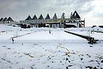 LEIDSCHE RIJN - Terwijl de meteorologische lente deze week van start gegaan is, wordt menige bouwplaats, zoals hier in Leidsche Rijn, geplaagd door kou, sneeuwbuien, dooi en modder. Hevige sneeuwbuien dwongen menig bouwvakker op Nederlands grootste vinexlocatie de bouwkeet in, waarna de daarop volgende dooi de bouwplaats soms in een ontoegankelijk modderpoel veranderde. Zonnig weer tussen de sneeuwbuien door, maakte doorwerken echter toch vaak mogelijk. COPYRIGHT TON BORSBOOM