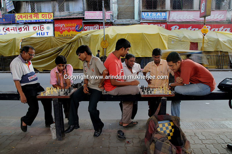 Indian people playing chase by the side of a road in Kolkata.West Bengal, India, 2009 Arindam Mukherjee