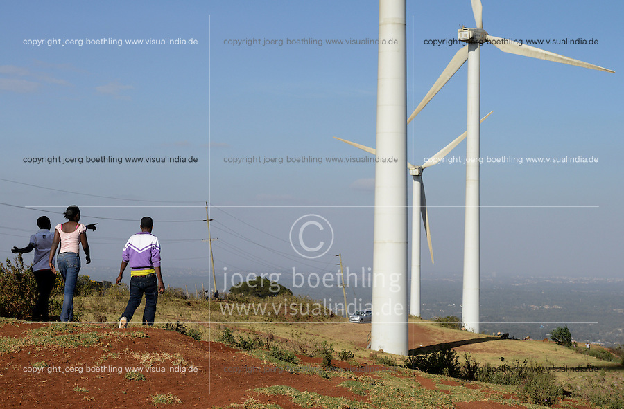 KENYA, Nairobi, Ngong Hills, 25,5 MW Wind Power Station with Vestas and Gamesa wind turbines, owned and operated by KENGEN Kenya Electricity Generating Company, view to Nairobi / KENIA, Ngong Hills Windpark, Betreiber KenGen Kenya Electricity Generating Company mit Vestas und Gamesa Windkraftanlagen, Blick nach Nairobi