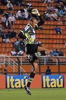 ATENÇÃO EDITOR: FOTO EMBARGADA PARA VEÍCULOS INTERNACIONAIS - SÃO PAULO, SP, 22 DE SETEMBRO DE 2012 - CAMPEONATO BRASILEIRO - SANTOS x PORTUGUESA: Dida comemora terceiro gol da Portuguesa durante partida Santos x Portuguesa, válida pela 26ª rodada do Campeonato Brasileiro no Estádio do Pacaembú. FOTO: LEVI BIANCO - BRAZIL PHOTO PRESS