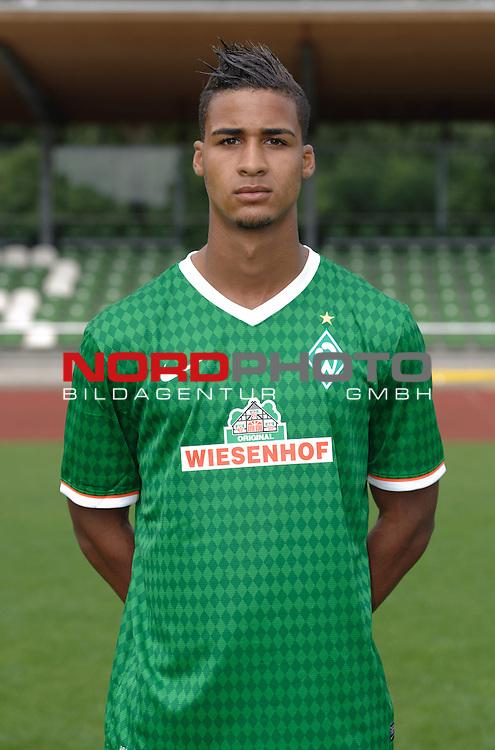 19.07.2013, Platz 11, Bremen, GER, RLN, Mannschaftsfoto Werder Bremen II, im Bild Jeffrey Obst (Bremen #19)<br /> <br /> Foto &copy; nph / Frisch