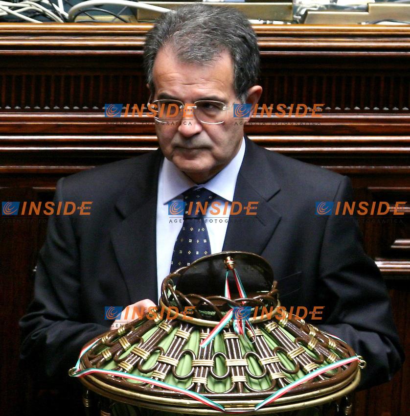 Roma 2006-05-08 Camera dei Deputati:All'ordine del giorno la seconda votazione per l'elezione del Presidente della Repubblica<br /> Nella foto Romano Prodi durante il voto<br /> Photo Serena Cremaschi Insidefoto